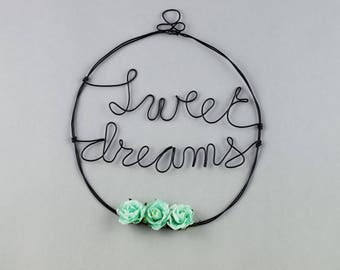 Word in wire - sweet dreams - with flowers in green paper with water - wall decor - baby girl's room - original gift handmade