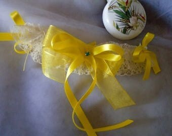 Ecru lace wedding garter / vanilla and intense yellow