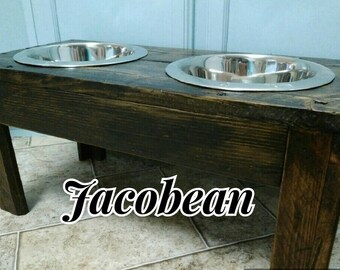 Raised dog feeder / pallet feeder