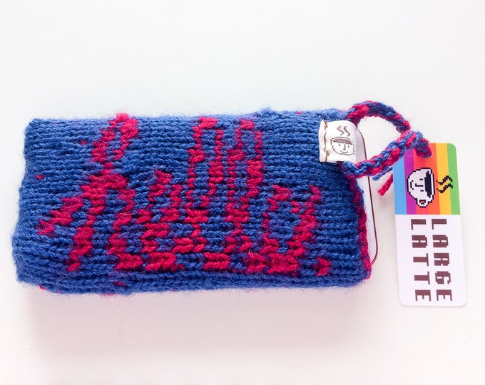 "iPhone 6/7/8 sleeve ""Macintosh"" handknit in blue and red"