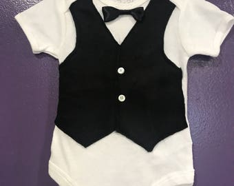 The suit fixed vest with bow tie