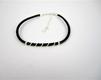 Bracelet minimaliste en cuir brun - fil d'argent sterling