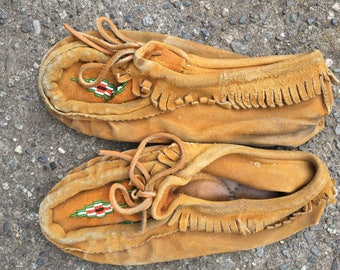 Vintage handmade suede moccasins beaded unisex native indian canada boho