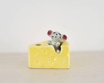 Kitsch Mouse Ornament - Collectable - Cheese - Cute - Kitchenware - Figurine