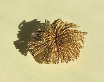 Vintage gold wire brooch, abstract brooch, gold corsage brooch, flourish brooch, large gold brooch, flower brooch, 1960s