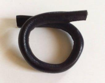 Ring adjustable black leather LUDIK