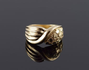 10k Knot Nugget Criss Cross Ring Gold