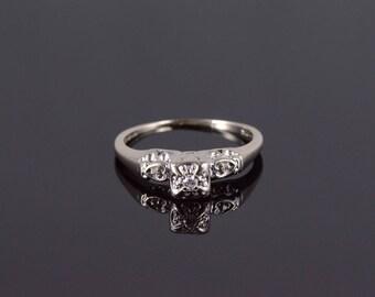 14k Retro Diamond Heart Motif Engagement Ring Gold