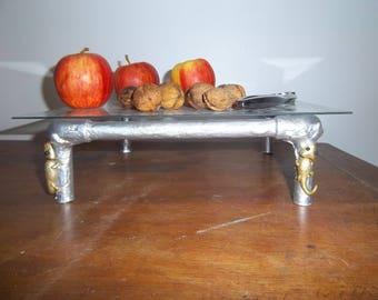 Mini table table metal geckos in gold.