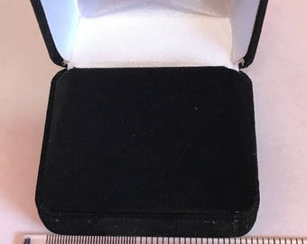 Velour Horizontal Earring Jewelry Box (Wholesale pricing available)