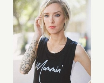 SUMMER SALE Mom Shirt // Mommin' Muscle Tank Top // Mom Life Tee // Mom Life // Mom Life Shirt // Mom Gift // Motivational Mom Tee // Mommin