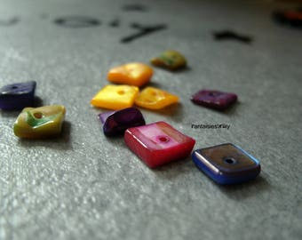 (PNT1) Lot de 20 perles chips coquille naturelle carré irrégulier multicolore nacrées.