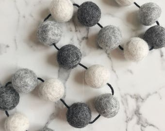 Felt Ball Garland Home Decor, Nursery Decor, Pom Pom  Garland,  Pom Pom Garland, Mono decor, Hanging Decoration, Wall Decor, Grey