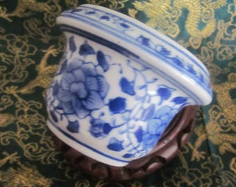 Chinese Blue White Flower Pot Hand Painted Floral Pattern Mfg China Mark