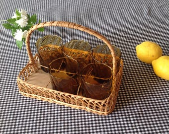 Wire basket with 5 glasses / basket and five glasses
