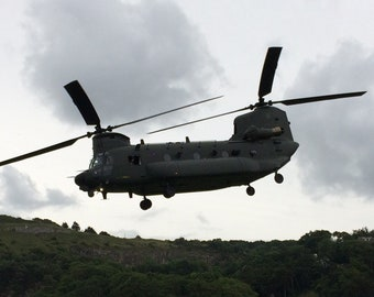 DIGITAL IMAGE : Chinook helicopter in flight.