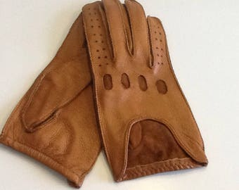 Vintage leather driving gloves, tan leather, small size 6 1/2 to 7, 60's vintage, very good condition