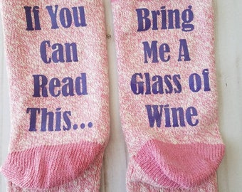 If You Can Read This Bring Me A Glass Of Wine Women's Crew Socks Pink