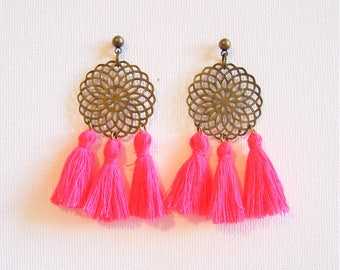 Earrings neon pink tassels and brass print