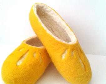 Wool slippers House shoes Christmas gift for Womens slippers Felt shoes Felted slippers with sole Warm Winter Slippers Handmade slippers