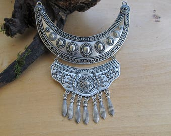 Very large pendant Bohemian antique 115 x 96 mm in silver tone metal.
