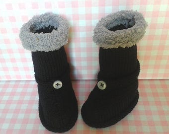 Style baby booties hand knitted black boots size 0/3 months