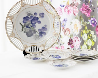 Beautiful serving-dish and plates, marked A. Jungerhans, Rotterdam, decorated by hand, lilac-blue grapes, goldgilt décor, c1925s
