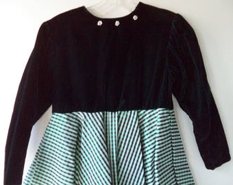 80s velvet girls Christmas party dress// Bells and petticoat black and green holiday xmas full mid skirt vintage// Size 10/12 child