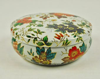 Vintage Floral Daher Round Tea Tin Powder Box Made in England Red Purple Flowers with Lid 5 Inch Wide Bath Vanity Dressing Table Desk