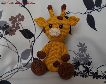 Soso small canister crochet giraffe