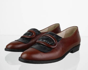 Vintage loafers adorned with a buckle in brown red