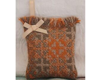 Welsh Tapestry / Wool Lavender Pod