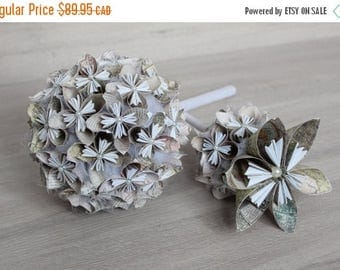 En vente Kusudama paper bouquet, world map, off-white and white for the bride or bridesmaids