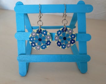 Earrings round light blue/pink flowers thick rubber
