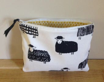 Pouch / clutch in cotton sheep - black and white