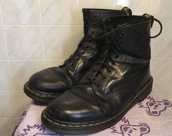 Vintage Made in England Doc Marten 1460's size 9