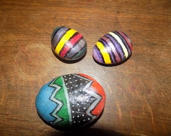 Pebble geometric designs