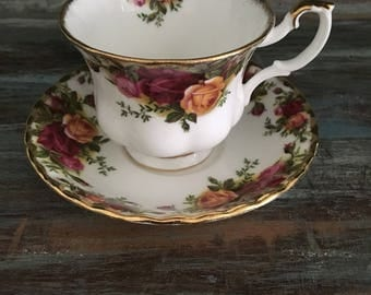 Beautiful english classic old country roses tea duo by royal albert / old country roses bone china
