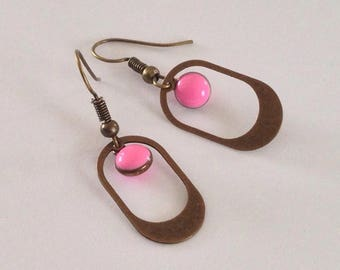 Enameled round pink sequin - graphic - geometric earrings - trendy