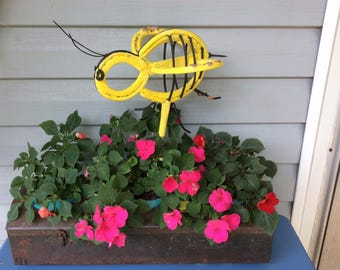 Horseshoe Honey Bee / Garden Art / Recycled Metal Sculpture