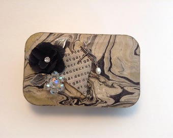 Altered Altoid Tin, Valentine's Day gift, Vintage Jewelry Embellished Tin, Gift Card Holder, Gift Box, Free Shipping