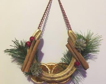 Christmas horseshoe decoration