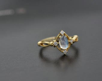 Resizable White Gemstone Ring, Luxury Oval Moonstone Rings, 925 Sterling Silver Stacking Ring, Labradorite Ring Gold Fine Jewelry -GR04