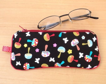 Glasses case / pouch / clutch mushrooms & peas