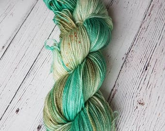 Made to order Hand dyed yarn, Superwash Merinos / Nylon, Sock, 115 gr variegated speckles