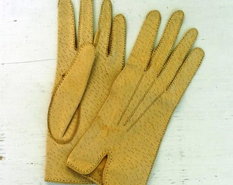 Genuine leather driving gloves size 7 beige brown camel soft leather unlined women fall gloves vintage 1970s 70s