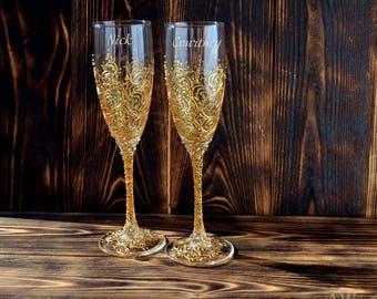 Gold Wedding Champagne Flutes Wedding Champagne Glasses Gold Toasting Flutes Gold Wedding Set of 2 Personalized Wedding Decor Bride & Groom