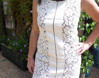 Short dress or tunic made of thick cotton lace fabric