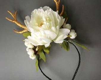 Golden antler Helloween crown, Forest elf crown with flowers, Flowers with horns Christmas tiara, Fairy tale flower crown, Selfie favors