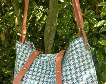 Shoulder bag - adjustable fabric and leather - Unique model - handmade - Double flowered cotton fabric - 2 inside pockets - Made in France